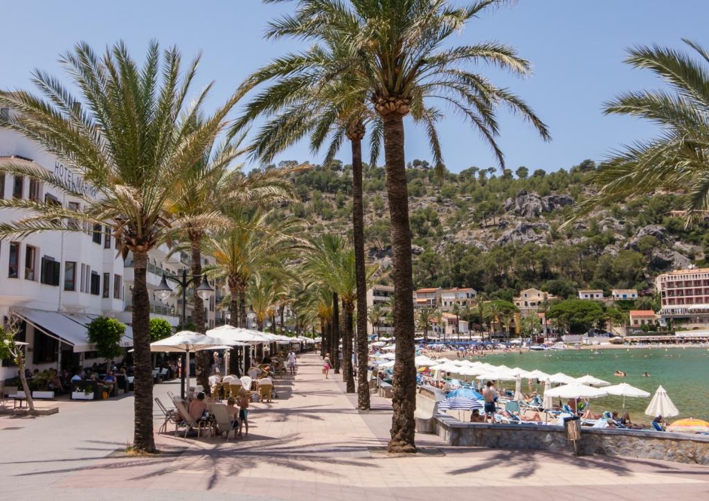 beach-promenade-port-de-socc81ller-mallorca-spain