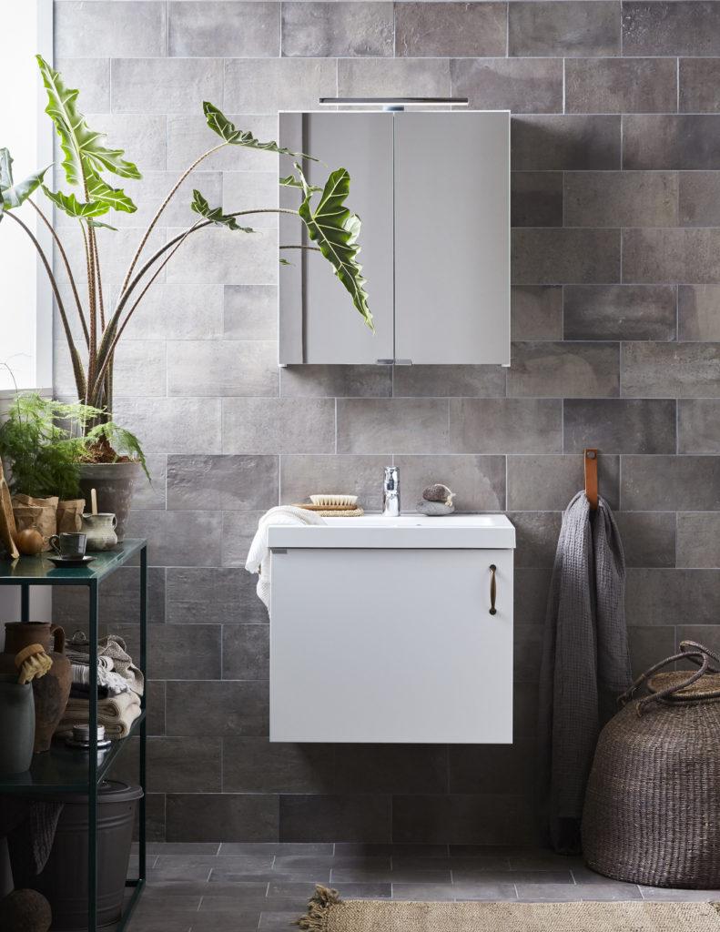 Kommod eller tvättställ förhållandevis billigt för litet badrum ...