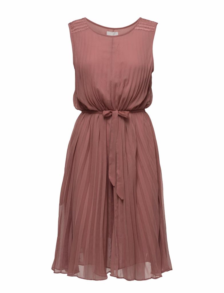 Avslutar med denna fina klänning! Älskar färgen och så är det så fint med  helplisserat (heter det så ). Klänningen finns HÄR. 48619af0f333c